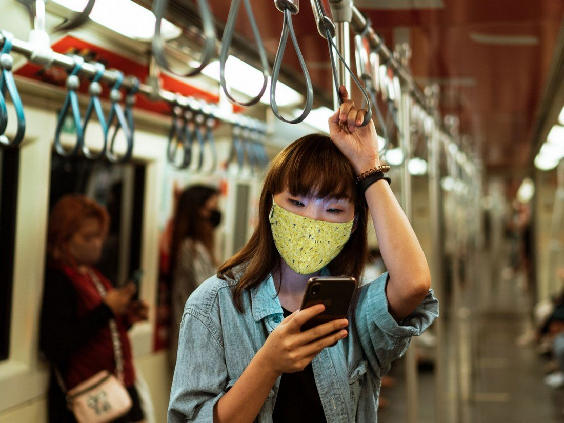 Free Cloth Mask Mockup PSD