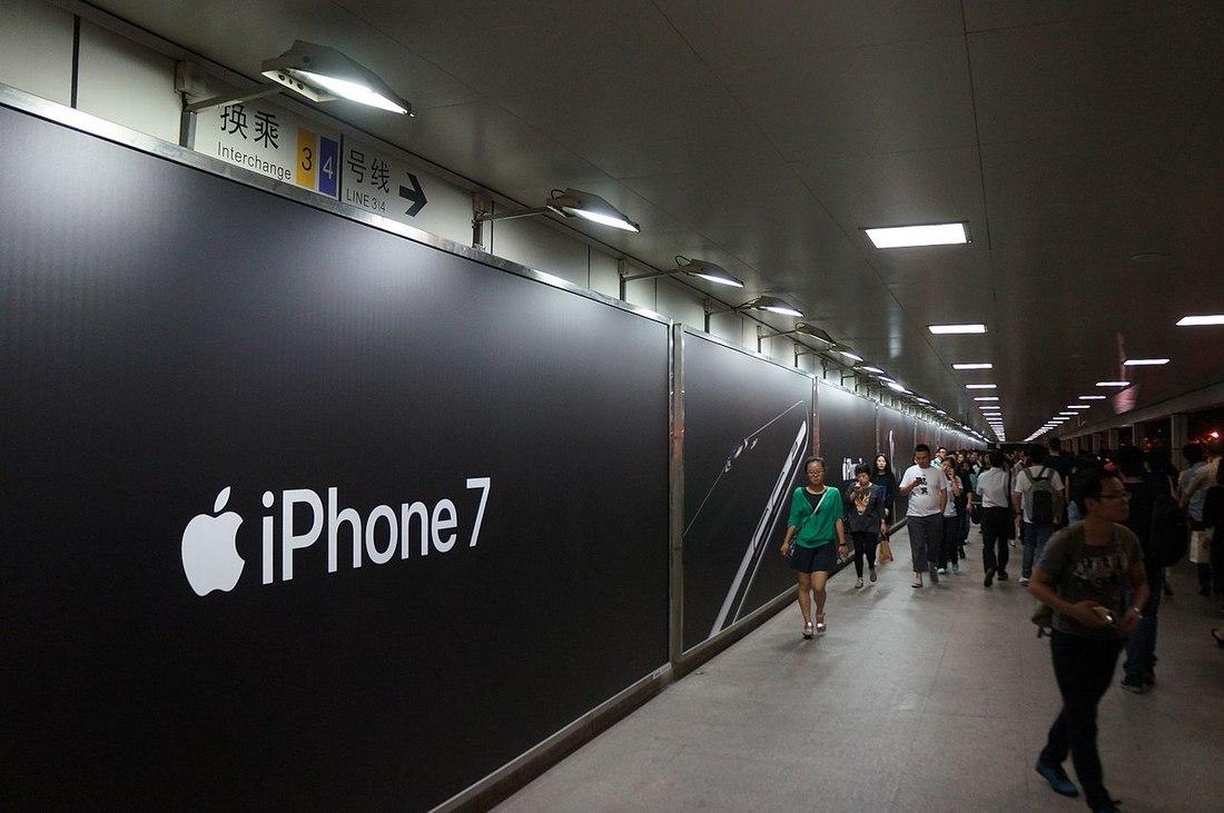 apple-billboard 100+ Logo Mockup Templates (PSD & Vector) design tips