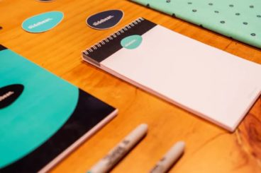 7 Effective Personal Branding Tips for Designers (+ Examples)